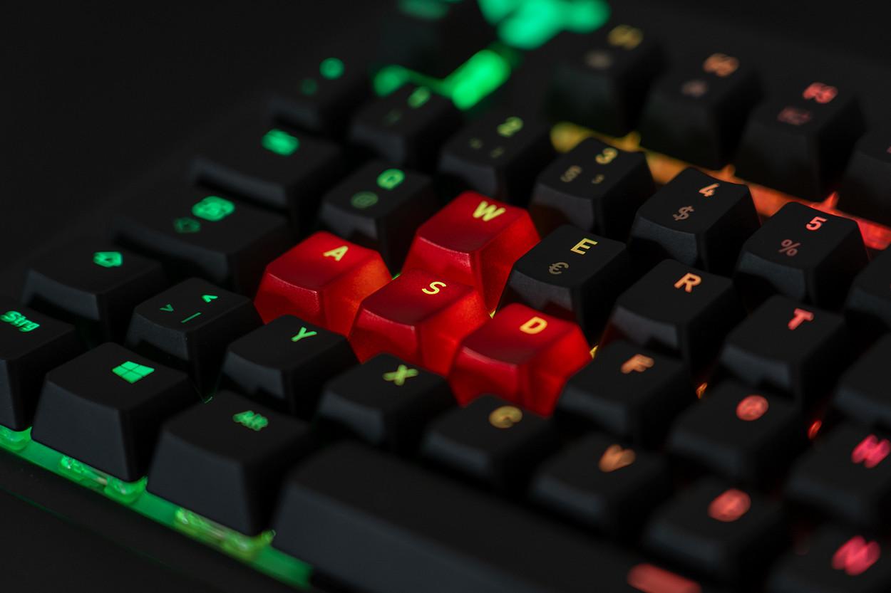 Interchangeable key caps